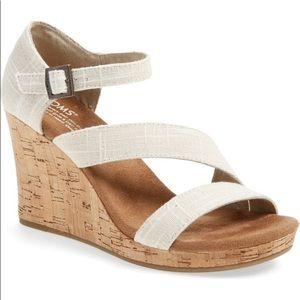 NEVER WORN TOMS Carissa wedge sandal